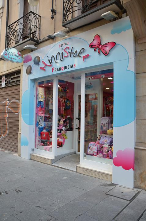 Exterior de la tienda MinniStore en el Centro de León